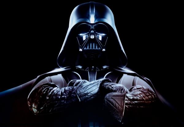 Darth Vader agora trabalha pro Mickey Mouse