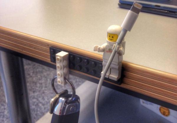 Bonecos LEGO para segurar cabos