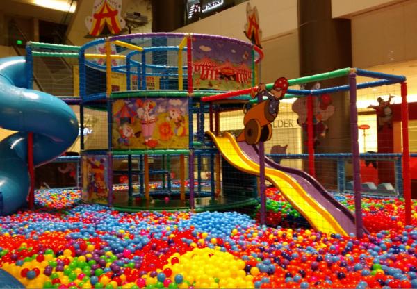 Tem piscina gigante de bolinhas no Shopping Cidade São Paulo