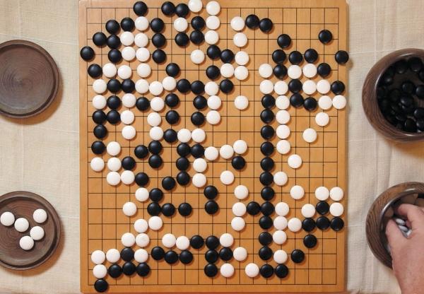 A arte intuitiva do jogo de tabuleiro Go